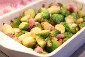 cuisiner des choux de bruxelles choux de bruxelles rôtis aux pommes et lardons pour ceux qui