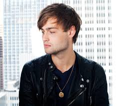 hair style photo booth why jupiter ascending s douglas booth makes us swoon instyle com