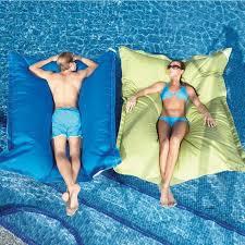 canapé gonflable piscine le canapé gonflable qui sont les variantes les plus confortables