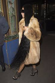 How To Put Your Hair Up With Extensions by Nicki Minaj U0027s Hair Extensions Reach Her Ankles At Paris Fashion