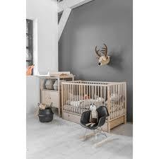 chambre bebe en bois chambre bã bã vintage bois naturel ã lã ments bébé brut et blanc