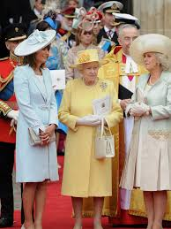 queen elizabeth u0027s most iconic style moments