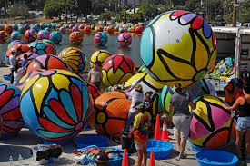 3 000 balls float on los angeles lake as part of project wtop