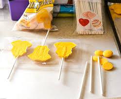 diy baby shower favors lion king lollipop baby shower favors flour on my