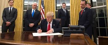 Trump In The Oval Office Live Updates Donald Trump U0027s 1st Monday In Office Abc News