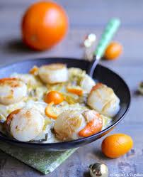 cuisiner les st jacques jacques fondue de poireaux et kumquats