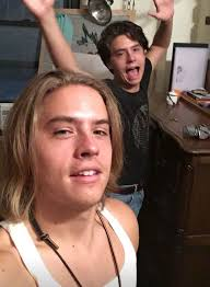 dylan shaircut dylan sprouse s long hair has now become a lob teen vogue