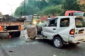 young i t officer killed two hurt in accident on pune mumbai