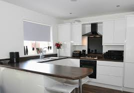 this black extractor fan and glass splashback bring a great