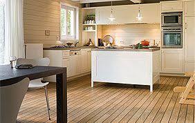 parquet flottant dans cuisine sol parquet flottant sol stratifie pour cuisine parquet