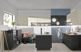 cuisine effet bois cuisine contemporaine gris quartz brillant et effet bois clair