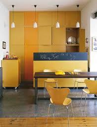 cuisine la la cuisine jaune tendance et dynamisante côté maison