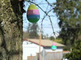 Easter Egg Yard Decorations by Hang Plastic Easter Eggs From Trees In The Yard For An Easy Easter