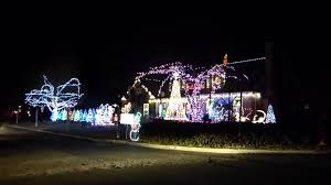 christmas light show house music a highly addictive christmas lights and music show in wilmette youtube