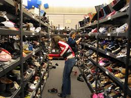 file shopping for shoes jpg wikimedia commons