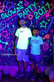 how to use black light paint 80 s backdrop birthday black light cool idea diy glow in the