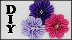 diy wanddeko papierblumen basteln easy paper flower wall