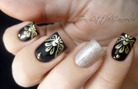weekly mani elegant black with gold stamped tips