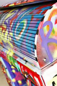 How To Graffiti With Spray Paint - how to spraypaint graffiti furniture lil blue boo paint how to