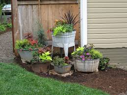 Landscaping Ideas For Front Of House by Best 25 Galvanized Planters Ideas Only On Pinterest Galvanized