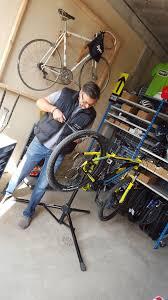 réparer une chambre à air de vélo atelier de réparation vélo relais cyclo rando des monts d azur