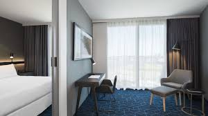 guest rooms u0026 suites four points by sheraton melbourne docklands