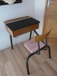 petit bureau vintage petit bureau d écolier vintage et noir et sa chaise chambre