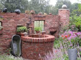 Haus Garten Kaufen Mauern Dienen Als Abgrenzung Zum Nachbarn Für Beete Oder