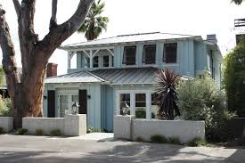 painter brings low country charm to los angeles beach house