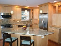 What Color Kitchen Cabinets Go With White Appliances Light Maple Cabinets With White Countertops Maple Kitchen Cabinets