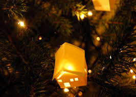 Lanterns Decorated For Christmas by Make Paper Lantern Decorations For Your Christmas Tree
