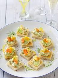 canap au fromage canapés de crème de saumon fumé à l avocat recette fromages