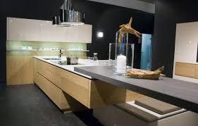 plan de cuisine moderne cuisine plan de travail en îlot de cuisine moderne foncé en