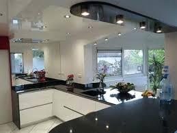 cuisine blanche avec plan de travail noir plan bar cuisine cuisine blanche avec plan de travail noir hauteur