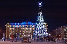 main square christmas tree has been finally finished with