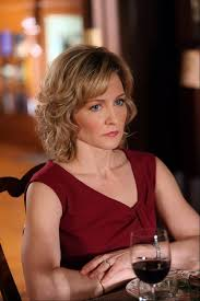 pictures of amy carlson hairstyle glen ellyn native almost stars in lantern