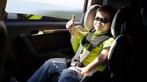 legislation siege auto enfant votre enfant peut il s asseoir à l avant de votre voiture