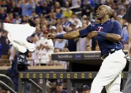 hunter sports fan series watch torii hunter throw a tantrum and his gear after being ejected