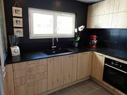 cuisine mur noir cuisine mur noir avec cuisine noir mat et bois photos de design d