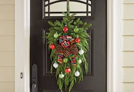 How To Decorate A Swag For Christmas Make A Swag Christmas Wreath For Your Space Garden Club