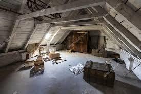 la soffitta palazzo vecchio vecchia soffitta con segreti nascosti di una casa abbandonata