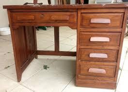 relooker un bureau en bois restaurer et relooker un vieux bureau de comptable facilement