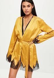 robe de chambre dentelle robe de chambre jaune satin et dentelle missguided