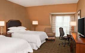 sheraton club level guest room sheraton burlington hotel