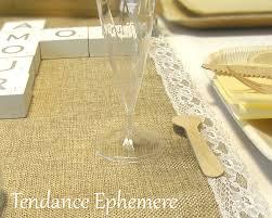 chemin de table mariage chemin de table jute et dentelle le thème mariage vintage