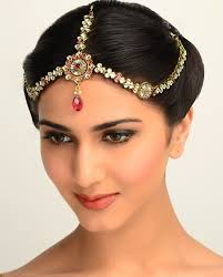 16 hairstyles with maang tikka maatha patti this season