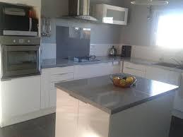 cuisine blanche et grise carrelage cuisine gris
