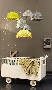 chambre enfant taupe chambre enfant aménagement chambre bébé taupe blanc jaune déco de