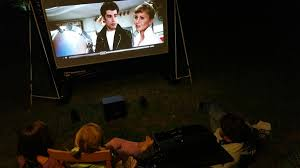 handitheatre review a blow up cinema for your backyard