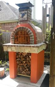 this italian is showing his fellow texans how they do wood fired